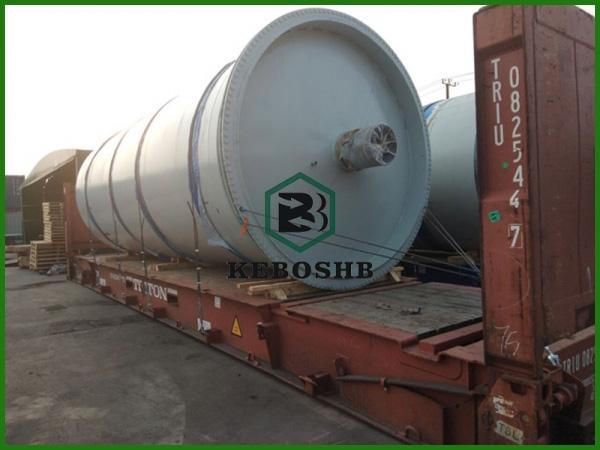 泰国 /客户订购的炼油设备正在装车