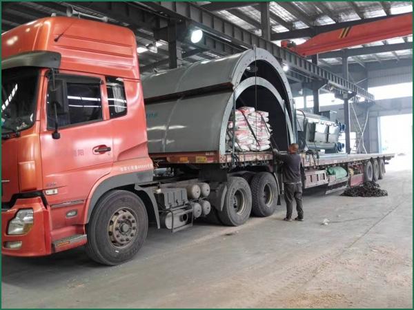 广西客户的6套连续式废轮胎炼油设备第11车