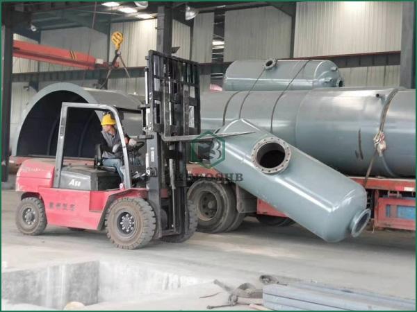 10月9日广西客户废轮胎炼油设备组件装车