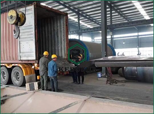 10月8日西班牙客户 废轮胎炼油设备装集装箱