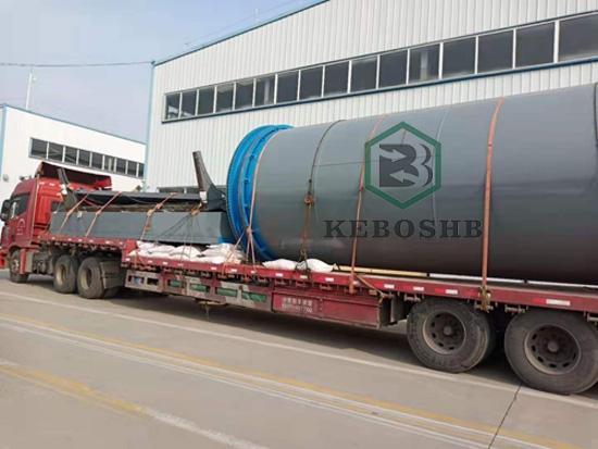 云南客户订购6套塑料炼油设备发第一车