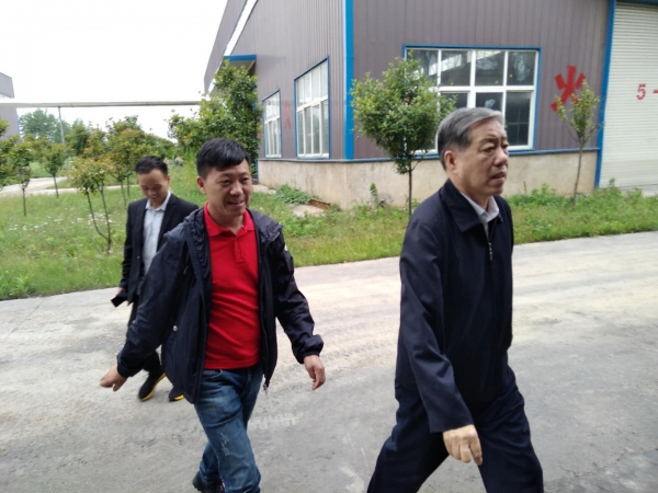 中国轮胎循环利用协会考察团一行莅临我司设备安装单位参观调研!